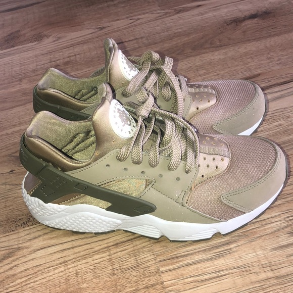 Nike Shoes - Nike Air Huaraches